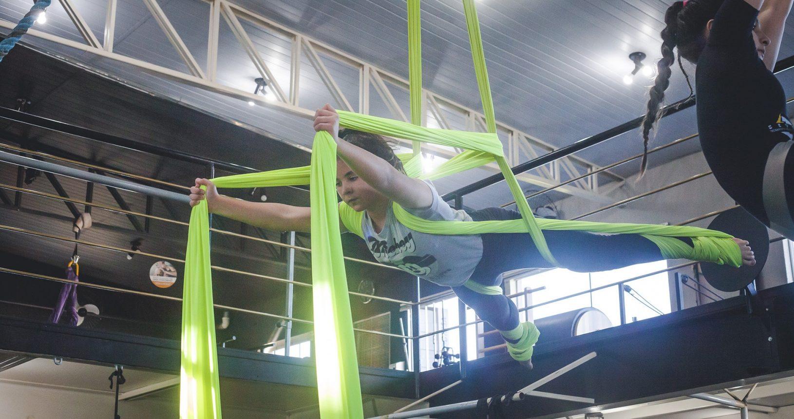 seven-academia-em-paulinia-centro-de-bem-estar-tecido-acrobatico-min